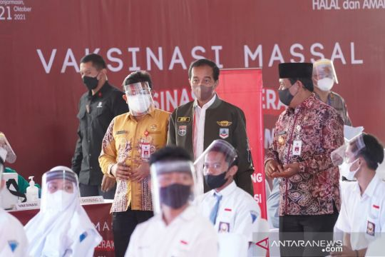 Presiden Jokowi minta pemerintah daerah Kalsel kejar target vaksinasi