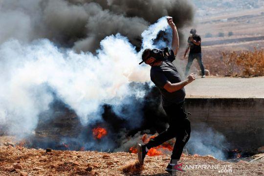 Protes warga Palestina terhadap permukiman Israel di Tepi Barat