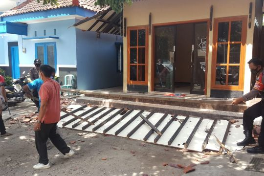 Sejumlah bangunan di Kabupaten Blitar rusak akibat gempa di Malang