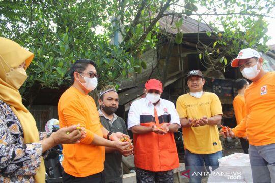 Anggota DPR borong cabai petani saat reses