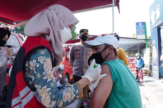 Polresta Sidoarjo layanan vaksinasi di wilayah perbatasan