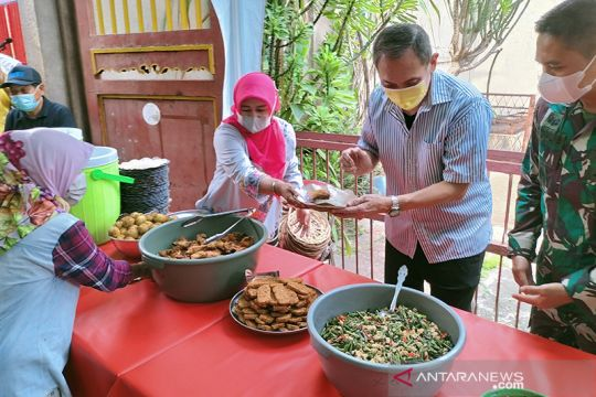 Pemkot Jakbar gelar bazar makanan halal murah untuk bantu warga