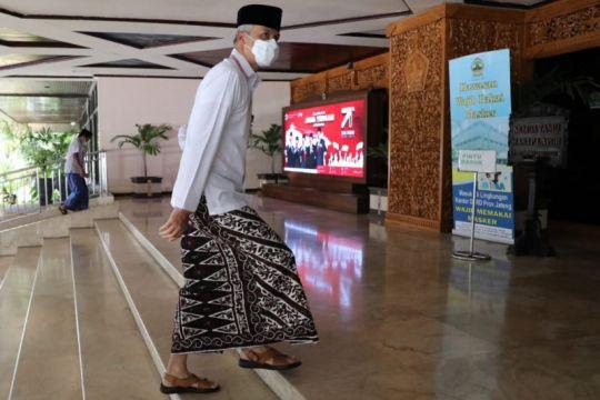 """Gubernur dan ASN Jawa Tengah """"ngantor"""" pakai sarung pada Hari Santri"""
