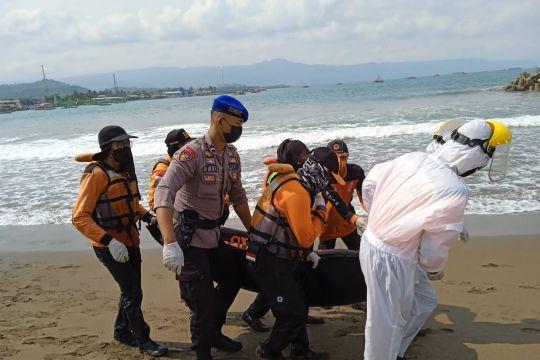 Tim SAR temukan jasad wisatawan yang tenggelam di Pantai Karangnaya
