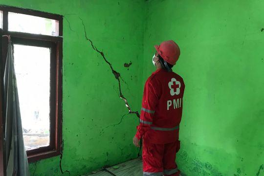 Warga Cigulusur Sukabumi kehilangan rumah akibat pergerakan tanah