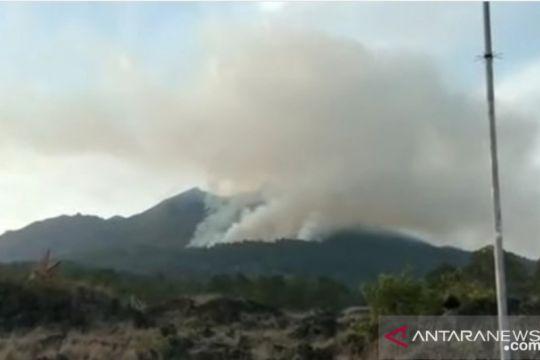 Lereng gunung Batur di Gianyar Bali kembali terbakar