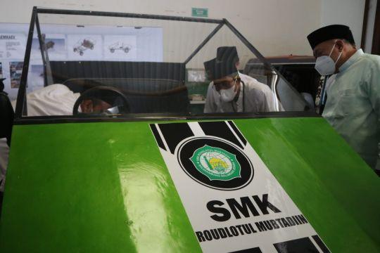 SMK Roudlatul Mubtadiin Balekambang Jepara kembangkan mobil listrik