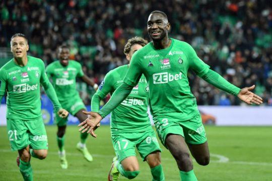 Saint-Etienne petik satu poin dari laga tertunda insiden suar