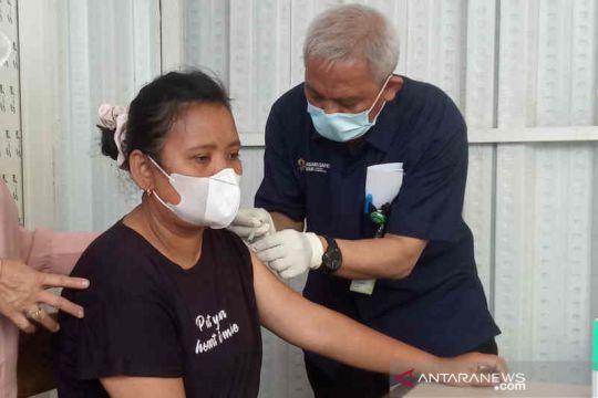 Pengguna tol di Cirebon antusias ikuti vaksinasi di tempat istirahat
