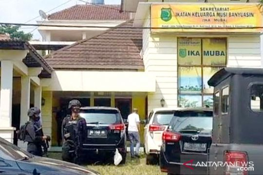 Penyidik KPK geledah Kantor Sekretariat IKA Musi Banyuasin