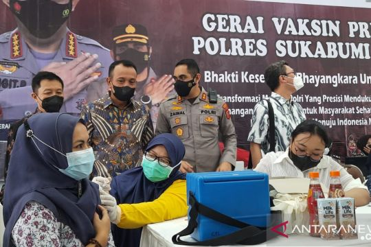 Polres Sukabumi Kota vaksinasi seribu warga dalam sehari