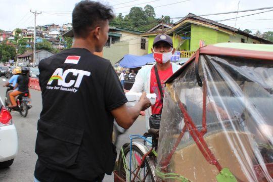 Selama pandemi, ACT Maluku pastikan bantu makan gratis pekerja harian