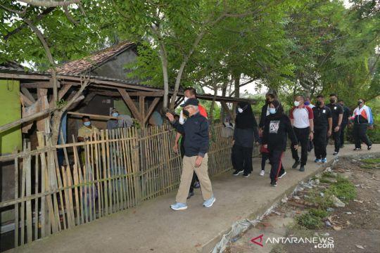 Wapres berolahraga pagi dan menyapa masyarakat Tanara Serang