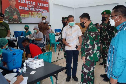 Pangdam Pattimura tinjau vaksinasi COVID-19 di Kepulauan Tanimbar