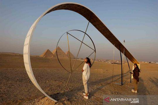 Karya seni patung di sekitar Piramida Giza