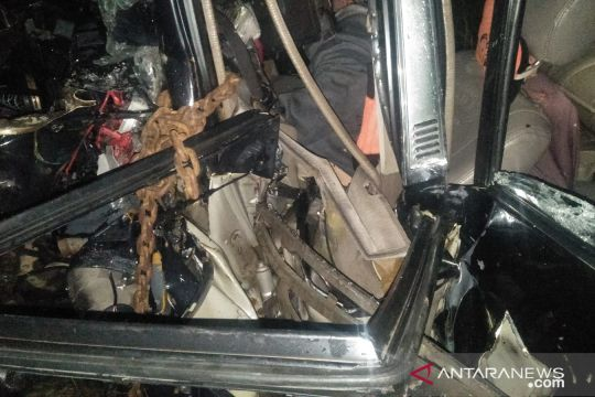 Lima penumpang minibus tujuan Padang tewas tabrakan dengan truk