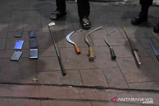 Tiga remaja diduga akan tawuran di Kebayoran Baru ditangkap polisi