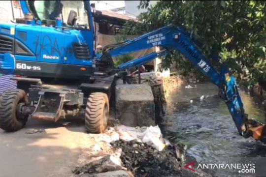 Jakarta Selatan gerebek lumpur di Kali Grogol untuk antisipasi banjir
