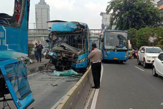 Polisi turunkan perangkat TAA selidiki tabrakan TransJakarta di Cawang