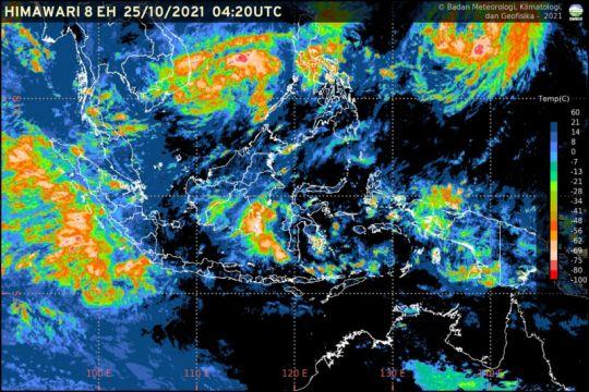 Dua bibit siklon tropis tumbuh berdampak terhadap cuaca Indonesia
