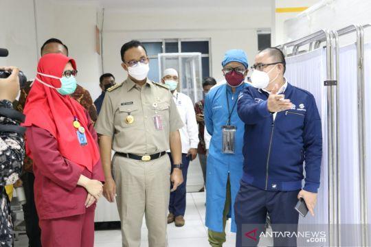 Anies jenguk korban kecelakaan TransJakarta di RS Budhi Asih