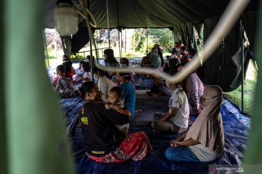 Pengungsi gempa di Ambarawa