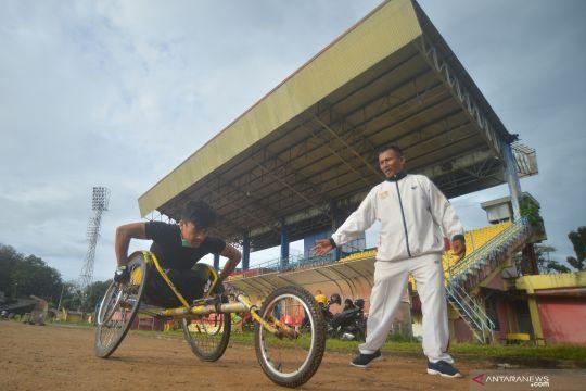 Latihan tim atletik Sumbar jelang Peparnas Papua