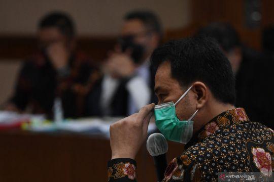 Azis Syamsuddin bersaksi dalam sidang Robin dan Maskur