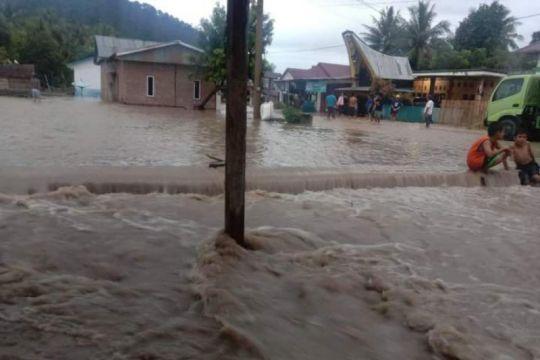 Banjir merendam ratusan rumah di Mamuju Sulbar