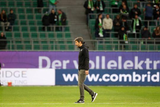 Delapan laga tak pernah menang, Mark van Bommel dipecat Wolfsburg