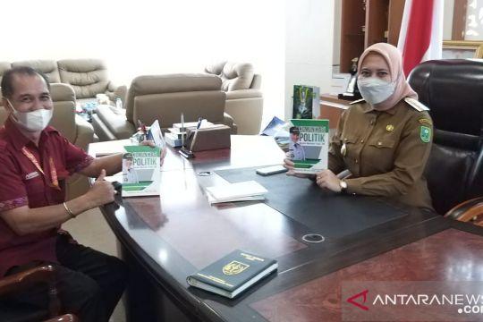 Wartawan Antara Biro Riau hasilkan karya cetak buku bupati Inhu