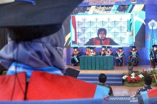 Pesan Risma pada lulusan Poltekesos, bisa selesaikan masalah sosial