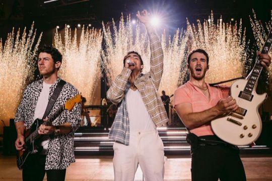 """Jonas Brothers Family Roast"" tayang di Netflix 23 November"