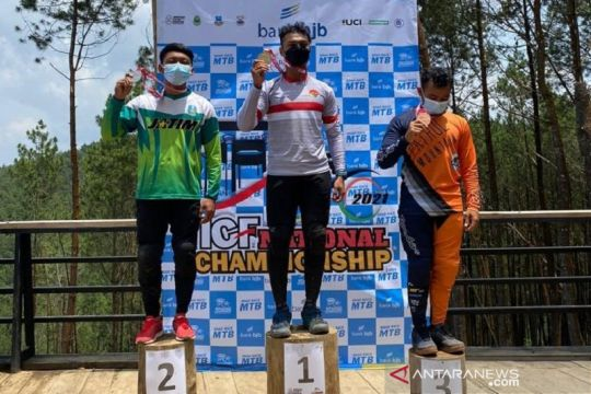 Andy Prayoga dan Ayu Triya juarai nomor Elite Downhill Kejurnas 2021