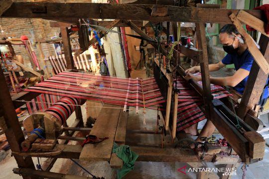 Produksi tenun Cirebon