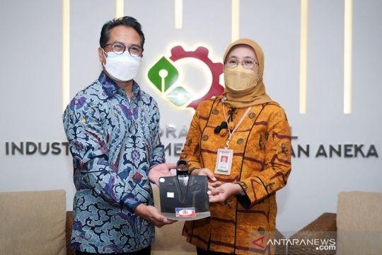 Kemenperin serahkan sertifikat SNI cangkul untuk dua industri