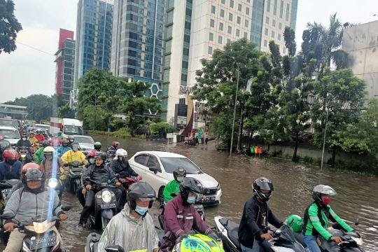Jalan D.I Panjaitan Jaktim tergenang air 50 cm usai hujan