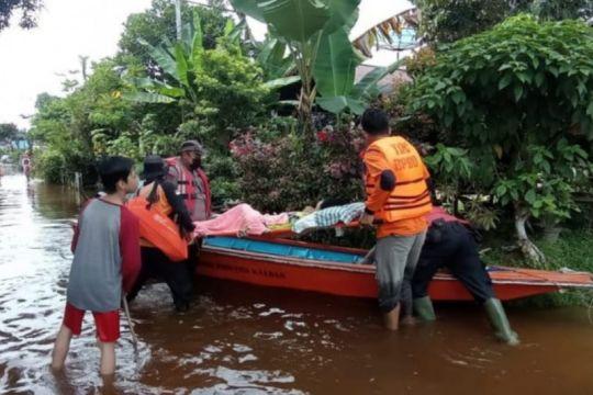 Polres Sanggau evakuasi warga terdampak banjir luapan Sungai Sekayam