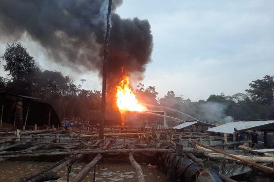 Kebakaran di sumur minyak ilegal di Batanghari berhasil dipadamkan