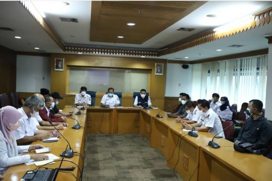 Jakarta Timur lanjutkan pengerukan Kali Rawa Rengas Cakung