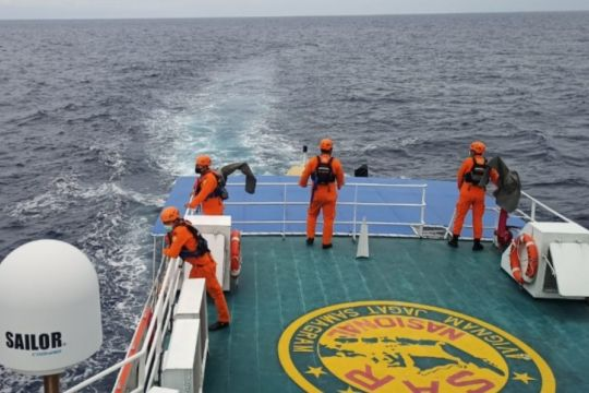 Kapal SPOB Seroja 01 temukan 2 korban KM Liberty 1 di laut utara Bali