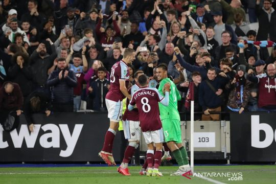 Singkirkan Manchester City, Mark Noble puji penampilan Alphonse Areola