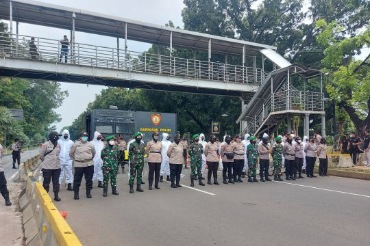 Imbas demo buruh, polisi tutup Jalan Merdeka Barat