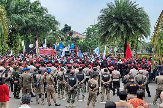 Aliansi Buruh di Tangerang tuntut kenaikan upah