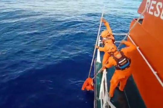 Kapal SPOB Seroja 01 evakuasi dua korban KM Liberty 1 ke Mataram