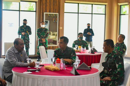 Anggota DPD bahas geostrategi Maluku dengan Pangdam Pattimura