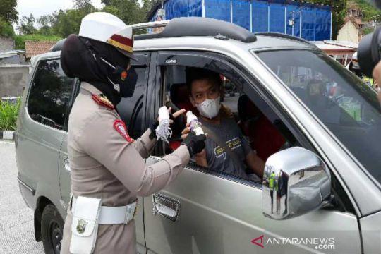 Polisi-mahasiswa di Boyolali peringati Sumpah Pemuda bagikan susu