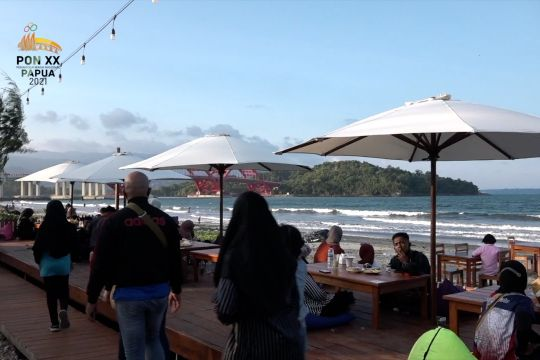 PON tingkatkan pengunjung usaha kuliner di Pantai Holtekamp