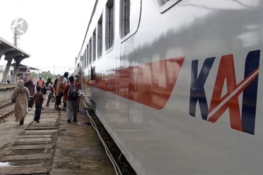 Semarang & Padang mulai izinkan anak di bawah 12 tahun naik KA