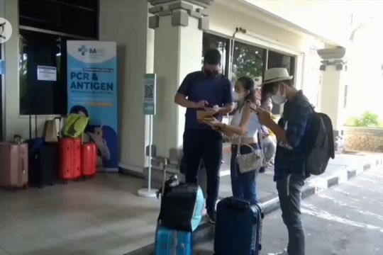 Mulai 24 Oktober penumpang pesawat ke Bali wajib tes PCR